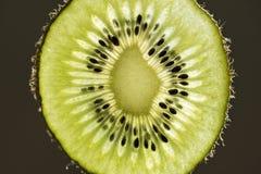 Macrobeeld van de plak van het kiwifruit Royalty-vrije Stock Fotografie