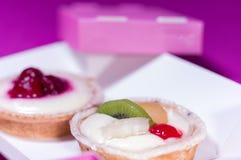 Macrofoto van cake met fruit Cake met een plak van kiwi royalty-vrije stock afbeelding