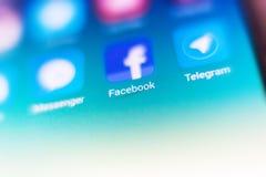 Macrofoto van facebookteken en onderzoeksbar op Mobiele Telefoon Royalty-vrije Stock Afbeelding