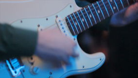 Macroguy plays guitar touches strings bij Nachtclub stock video