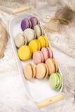 Macrons frais français délicieux colorés Photo stock