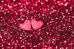 Macrophoto или красный яркий блеск и 2 маленьких сердца на ем Яркая и праздничная концепция дня ` s валентинки st конец вверх Стоковые Фото