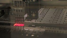 Macrorobot Vastgesteld Element in Productie van LEIDEN Materiaal stock video