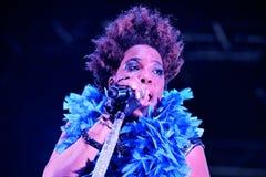 Macy Gray (R&B och andasångare, låtskrivare, musiker, rekord- producent och aktris) levande kapacitet arkivbild