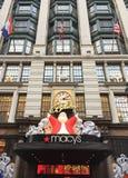 Macy ` s在圣诞节期间的百货大楼纽约 库存图片