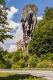 Maczuga Herkulesa в национальном парке Ojcow, Польше стоковые изображения