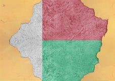 Madagascar flaggaabstrakt begrepp i hål för betong för agg för fasadstruktur stort skadat arkivfoto