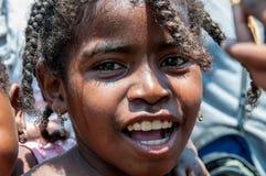 Madagassisk flicka med råttsvansar Arkivbilder