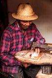 Madagassisk hantverkare Arkivfoto