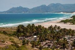 Madagassisk Lokaro strand i söder av landet Arkivbild