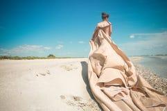 Madame à la plage photographie stock