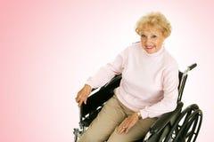 Madame aînée In Wheelchair Pink Images libres de droits