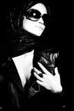 Madame avec des lunettes de soleil images libres de droits