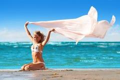 Madame avec l'écharpe Photographie stock libre de droits