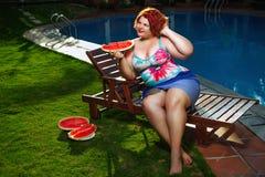 Madame avec la pastèque Image stock