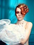 Madame avec le cheveu blanc-rouge Photo stock