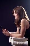 Madame avec le téléphone portable Photo libre de droits