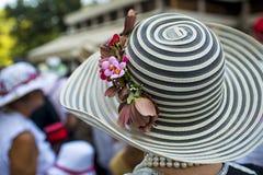Madame avec un chapeau élégant photos libres de droits
