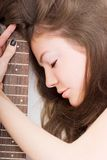 Madame avec une guitare Photo stock