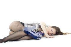 Madame avec une guitare Photographie stock