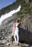 Madame dans des jeans Photographie stock libre de droits