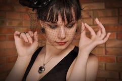 Madame dans la robe noire Photo stock