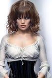 Madame dans la robe noire et blanche Photographie stock libre de droits