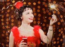 Madame dans la robe rouge au carnaval Images stock