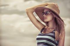 Madame dans le chapeau Images stock