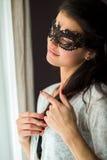 Madame dans le masque noir de dentelle Images libres de droits