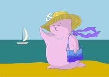 Madame dans un chapeau avec un sac à main sur le bord de la mer Photos stock