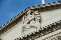 Madame de la sculpture en fronton de banque, Banque d'Angleterre Photo stock