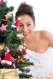 Madame derrière l'arbre de Noël Photographie stock
