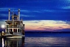 Madame du bateau de visite de lacs photographie stock