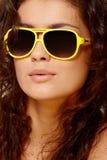 Madame en verres jaunes images libres de droits
