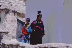 Madame et enfant dans Ladakh, Inde Photo stock