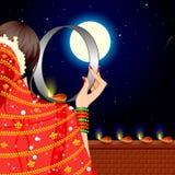 Madame indienne célébrant Karwa Chauth illustration stock