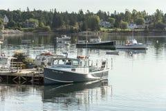 Madame inextricable de bateau de homard sur le bord de mer travaillant de Bass Harbor photos libres de droits