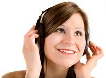 Madame Listening en musique avec des écouteurs Image libre de droits