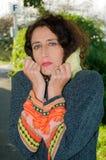 Madame portant la couche chaude Photos stock
