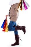 Madame restant avec des sacs à provisions Photos stock