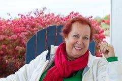 Madame supérieure de cheveux rouges en automne Photo libre de droits