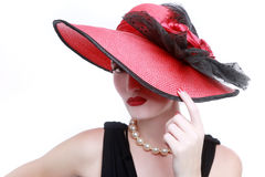 Madame Wearing Red Hat sur le fond blanc Image libre de droits