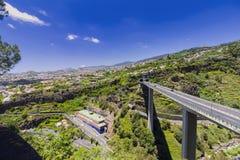 MadeiraöPortugal typisk landskap, Funchal stadspanorama, bred vinkel Royaltyfri Foto