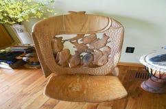 Madeira africana cadeira cinzelada Imagem de Stock