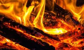 Madeira ardente brilhante fotografia de stock