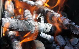 Madeira ardente na chaminé Foto de Stock