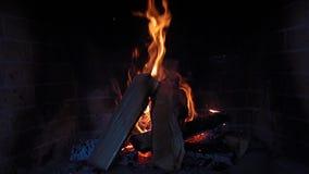 Madeira ardente na chaminé filme