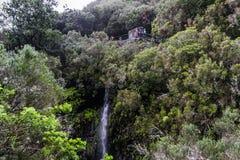 Madeira-Berge und -wasserfall Stockfoto