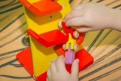 A madeira brinca carros pequenos do montessori imagens de stock royalty free